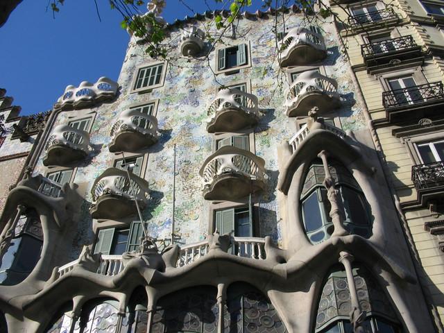 the architecture of antoni gaudi and the sagrada familia